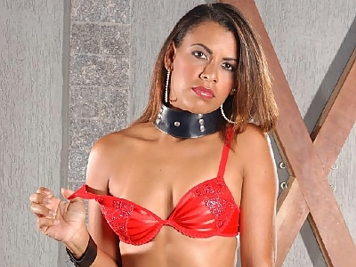 glamorous Latina Kelly Striptease